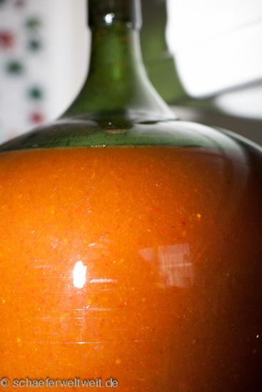 Chilisauce nach kräftigem schütteln und mischen.