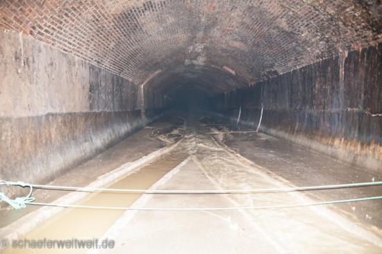 ©2012 - Alexander Schäfer - Nesenbach rechts / Abwasserzufluss aus Richtung Königstraße links