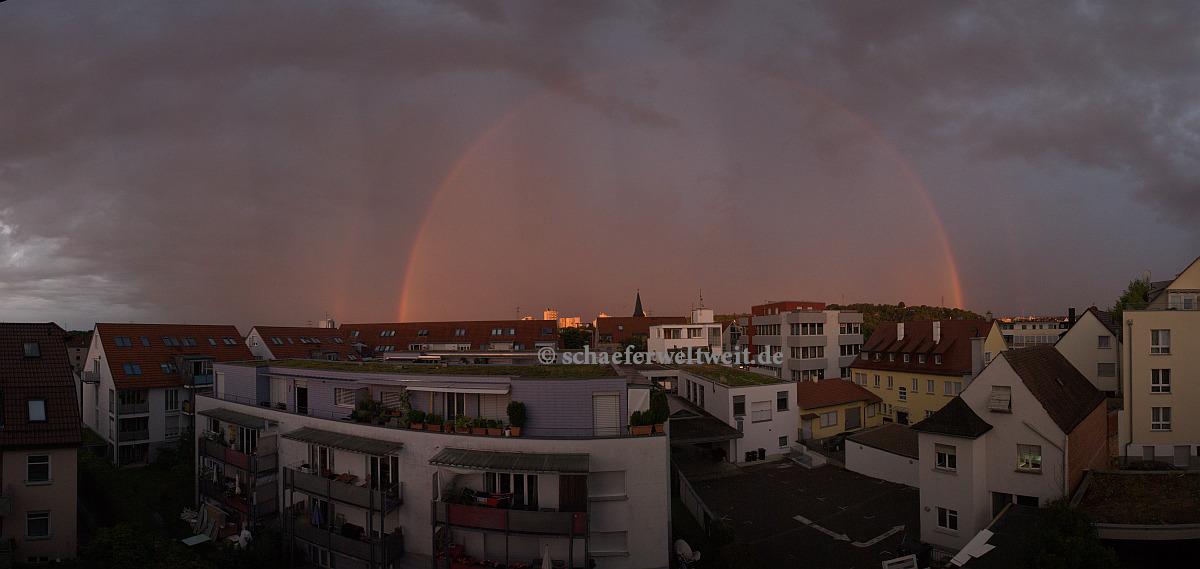 Regenbogen im Sonnenuntergang