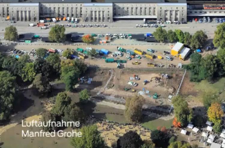 Nach dem 1.10.2010: Die Hamburger Gitter stehen noch. Die Baumstümpfe sind bereits gerodet und ein Zaun wurde errichtet.