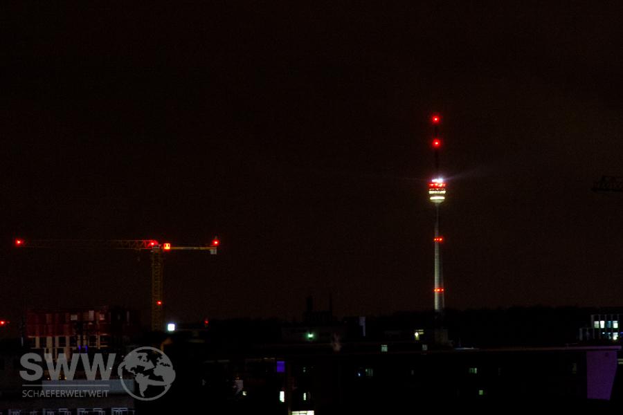 Fernsehturm Luftfahrthindernis Befeuerung / Lauflicht